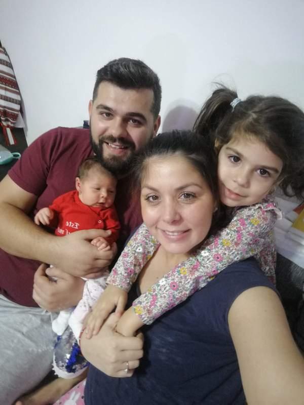 Familia Dumitru: Bogdan, Natalia, Elena şi Daria
